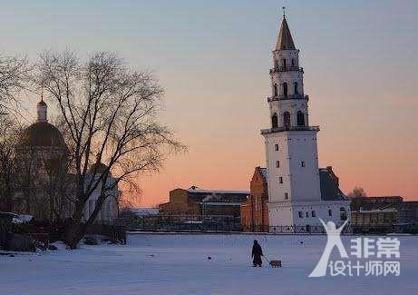 资讯 行业新闻 景观照明    老教堂斜塔是一座哥特式教堂的钟楼,位于图片