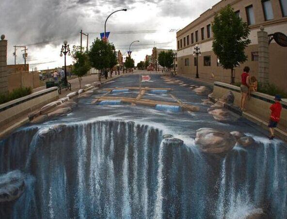"""三组巨型街头涂鸦打造""""不敢走""""的街道"""