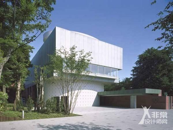 东京艺术大学美术馆-六角鬼丈 用建筑连接人与自然的巫师