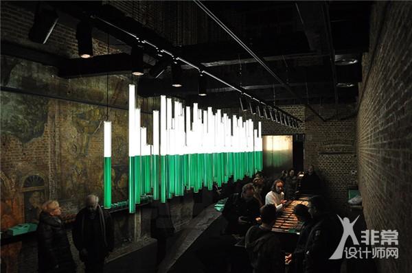"""gilbert moity为比利时咖啡店制作""""悬挂森林"""""""