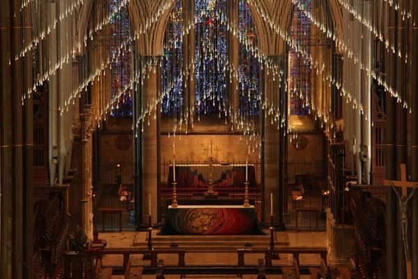 "Bruce Munro:索尔兹伯里主教堂""光之浴"""