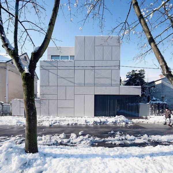 金属穿孔板幕墙,阳光满溢的ljubljana住宅