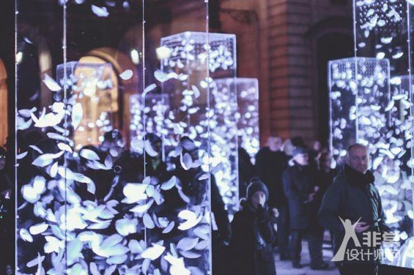 里昂灯光节上的白羽灯阵