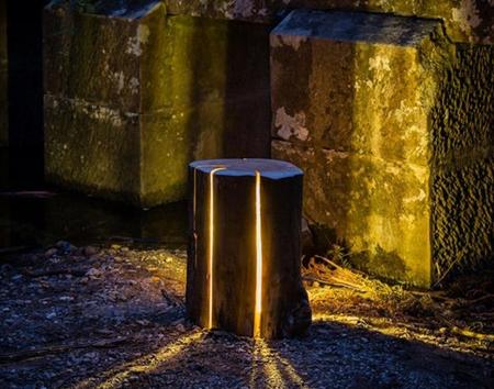 林木间的和煦暖光,段木打造的座灯 Cracked log Lamps