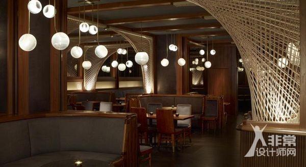 资讯 行业新闻 室内设计    royalton酒店大堂被打造成了充满诙谐与