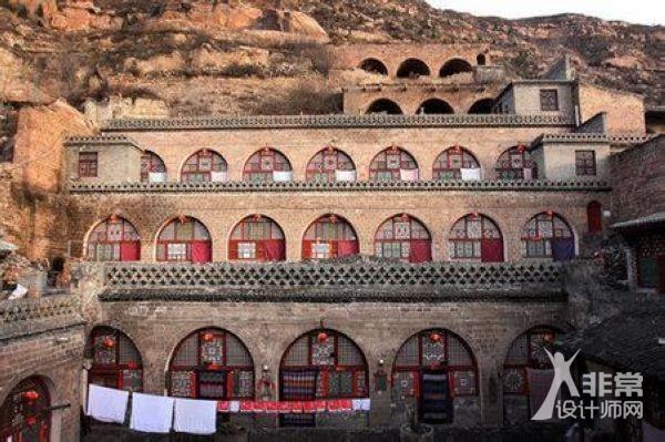 窑洞是黄土高原的产物,陕北人民的象征,它沉积了古老的黄土地深层文化