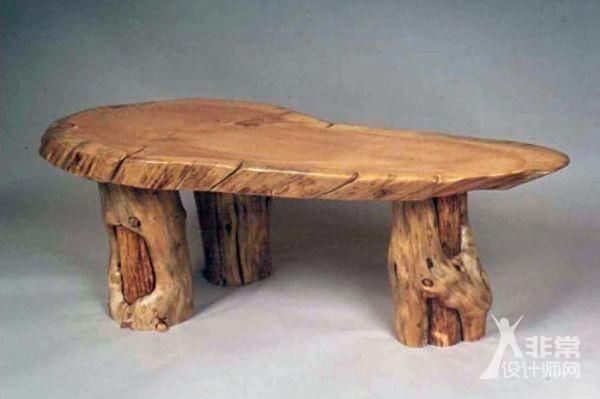 木材作为家具最主要的材料,设计出的家具千姿百态。原木家具即全实木家具,指采用自然的树木做原料,制作和设计构造讲究古朴,结实耐用。工件的表面加工和防护也比较简单,如刷清漆,打蜡保护等,力求保持原始木料固有的纹理或体现木料被纵横剖切后所显露出的真实纹路,体现木质的原始风貌,表达返璞归真回归自然的意味。拒绝矫揉造作的设计,将材料的美通过最原始的方式体现出来。