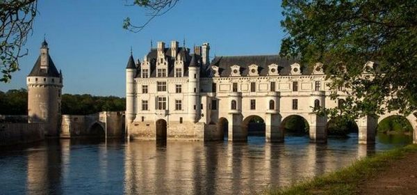 设计师网手机版 设计案例 建筑设计    法国中部卢瓦尔河谷区域中有着
