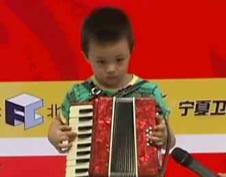 乔天下:手风琴演奏《铃儿响叮当》