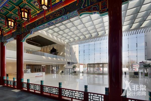 北京天桥艺术中心主入口大厅中古戏楼