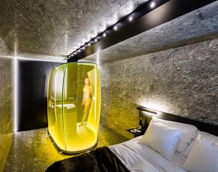 大胆的尝试,酒店中的纯透明浴室