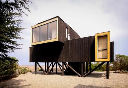 海边的木质建筑,堆叠的艺术