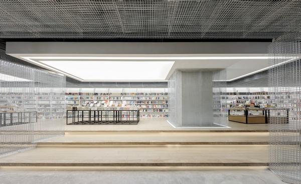 成都这家科技感爆棚的书店,分分钟带你漫游太空