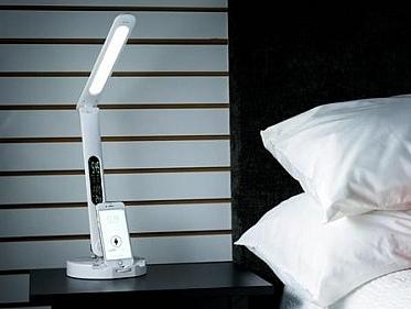 手机充电底座智能台灯 你起夜它自亮
