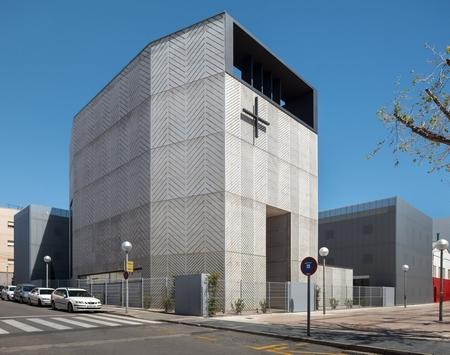 这个纯混凝土的教堂,体现了宗教的厚重