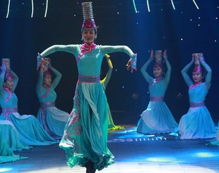 蒙古族舞蹈——顶碗舞