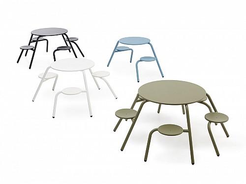 方便进出的野餐桌椅